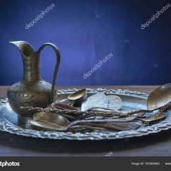 Retro Kitchen Tables Valances For 复古餐具的厨房桌子上的一群 图库照片 C Pavel Balanenko 161300540