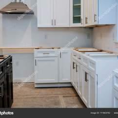 Kitchen Fan Cover Teak Outdoor Cabinets 厨房的室内装饰设计施工 图库照片 C Photovs 171843730 一个电饭锅抽风机风扇罩的厨房室内设计施工 照片作者photovs