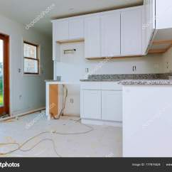 Kitchen Fan Cover Lights For 厨房用电饭煲榨汁机榨取的室内设计施工 图库照片 C Photovs 177674524 一个电饭锅抽风机风扇罩的厨房室内设计施工 照片作者photovs