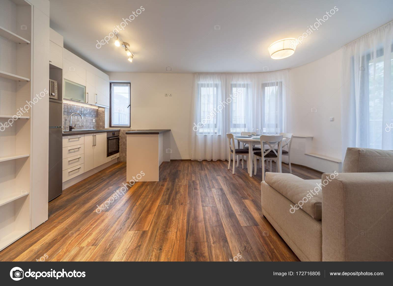 Nieuwe moderne woonkamer met keuken Nieuw huis