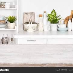 White Kitchen Bench Price Pfister Faucet 厨房长凳和搁板的模糊图像的木桌 图库照片 C Didecs 178299032