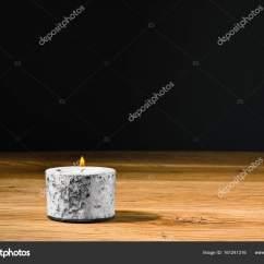 Kitchen Tables Round Backsplash Trim Ideas 小圆蜡烛或持有人厨房表中的蜡烛 图库照片 C Phodo 161241316 小圆蜡烛或与持有人心中的火焰的蜡烛 放在厨房的桌子在家里 复制您自己的文本或消息的空间的空间 照片