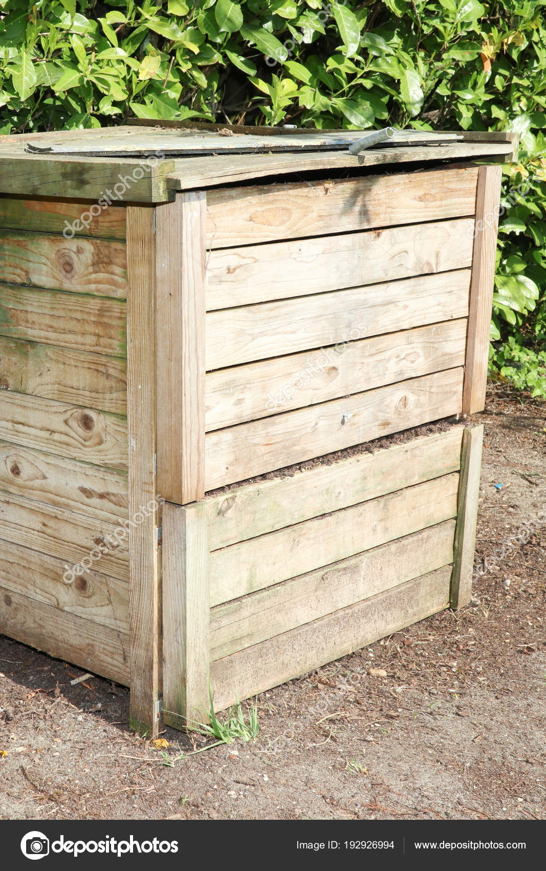 compost bin for kitchen outdoor with fireplace 有机原料木堆肥箱 图库照片 c sylv1rob1 192926994