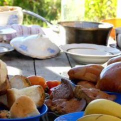 Kitchen Banquet Island Cart Ikea 准备的宴会厨房的桌子 板的水果 肉 蔬菜和其他产品 图库视频影像 蔬菜和其他
