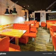 Red Sofa Cafe Baku Animal Print Dfs Interior Do Café Com Sofá Vermelho E Mesa De Madeira