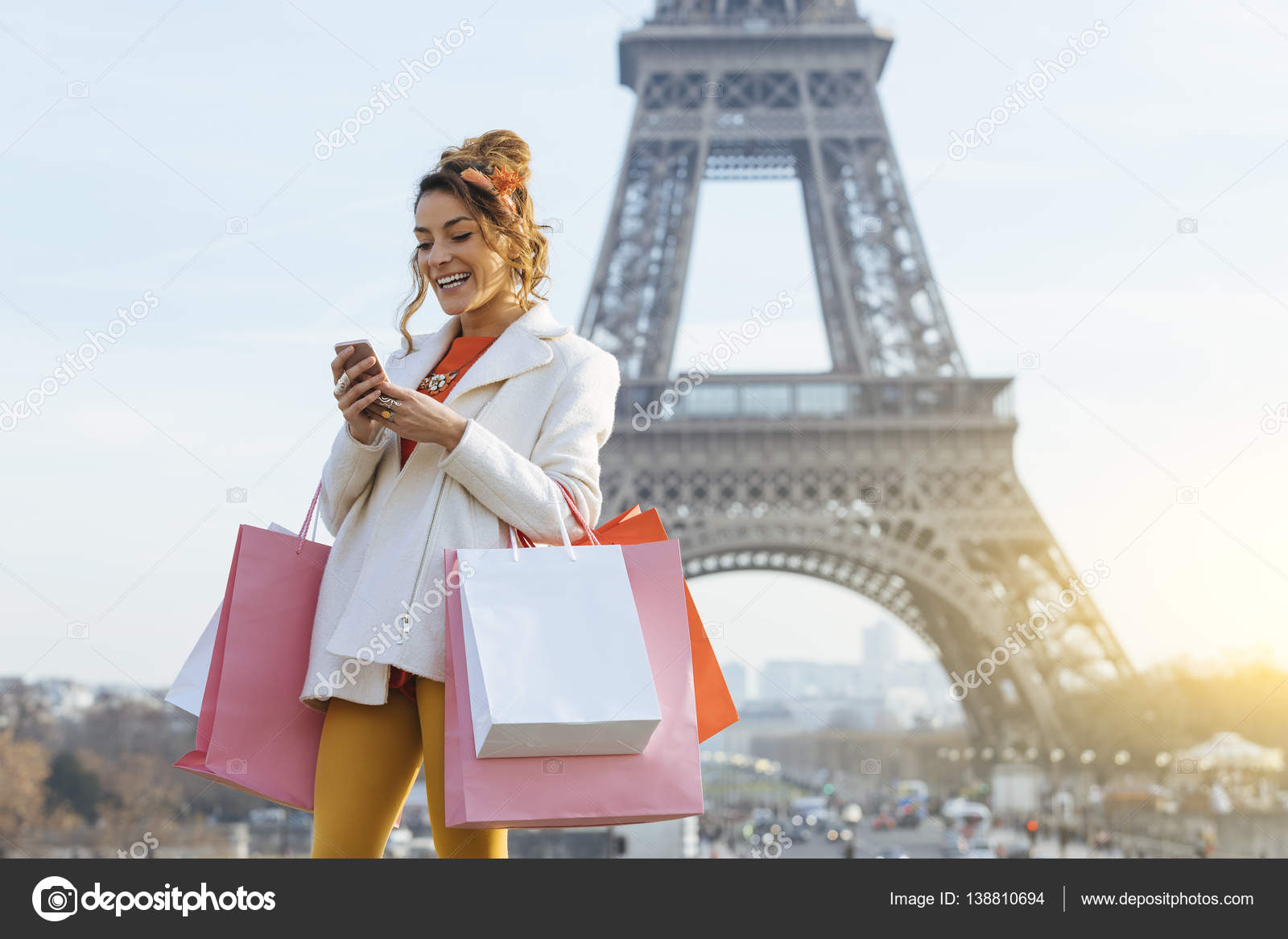 Shoppen In Parijs Jonge Vrouw Shoppen In Parijs Stockfoto S4visuals 138810694