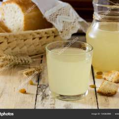 Country Style Kitchen Tables Knife Brands 传统俄罗斯冷饮轻瓦斯在厨房的桌子上 图库照片 C Elena Hramova 154362998 传统俄罗斯冷饮轻瓦斯在一个乡村风格的厨房桌子上 克瓦斯从面包 小麦麦芽 糖和水 复制空间 照片作者elena
