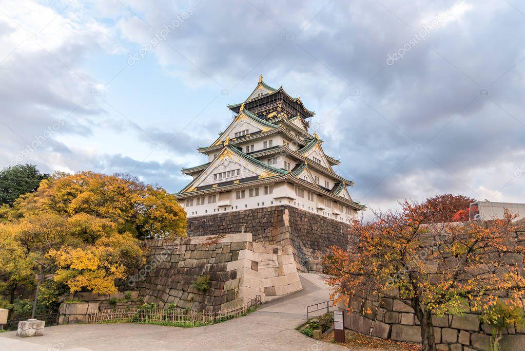 秋の大阪城を離れると,大阪府,日本,ユネスコ世界遺産. — ストック寫真 © ohm_41 #137849238
