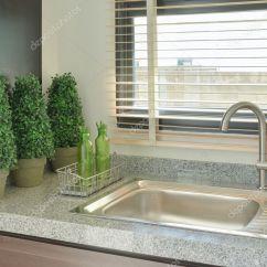 Gray Kitchen Sink Washable Rugs 水槽与灰色的颜色在厨房里的柜台上 图库照片 C Worldwide Stock 127376946