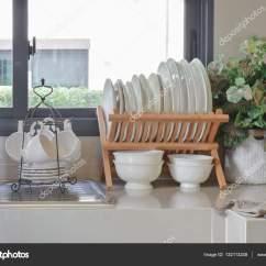 Kitchen Pantry Organizer Cheap Hotels With Kitchens 厨房用具的现代食品储藏室 图库照片 C Worldwide Stock 132113248