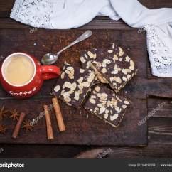 Ceramic Kitchen Top Single Handle Pullout Faucet 咖啡与泡沫在一个红色陶瓷杯子在厨房切割蟒蛇 图库照片 C Nndanko Gmail 黑色咖啡与泡沫在一个红色的陶瓷杯在厨房的切割板和巧克力糕点洒杏仁 顶部视图 照片作者nndanko Com