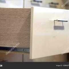 Kitchen Laminate Exhaust Fan For Ceiling 一个细节近摄镜头的层压板的时尚厨房抽屉 图库照片 C Bilanol I Ua 132893276 照片作者bilanol