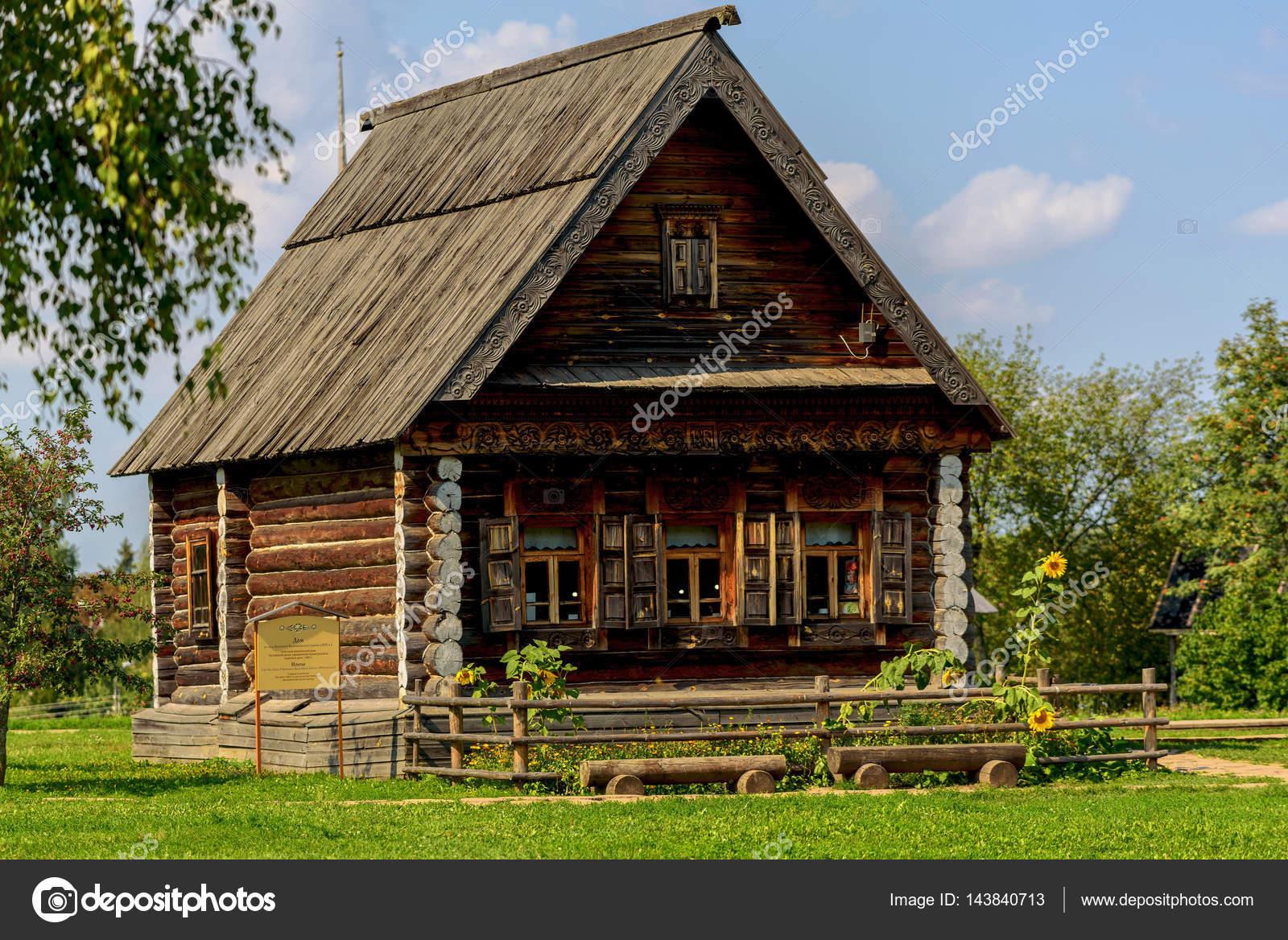 Casa rstica de madeira velha  Fotografias de Stock