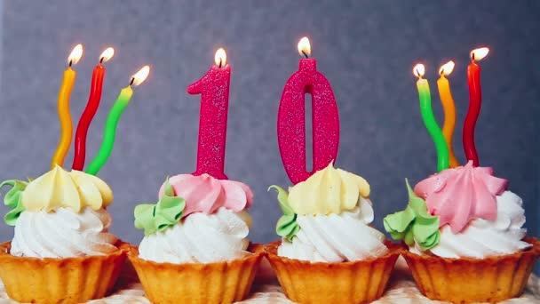 Glcklich 10 Geburtstag Kuchen und rosa Anzahl Kerzen