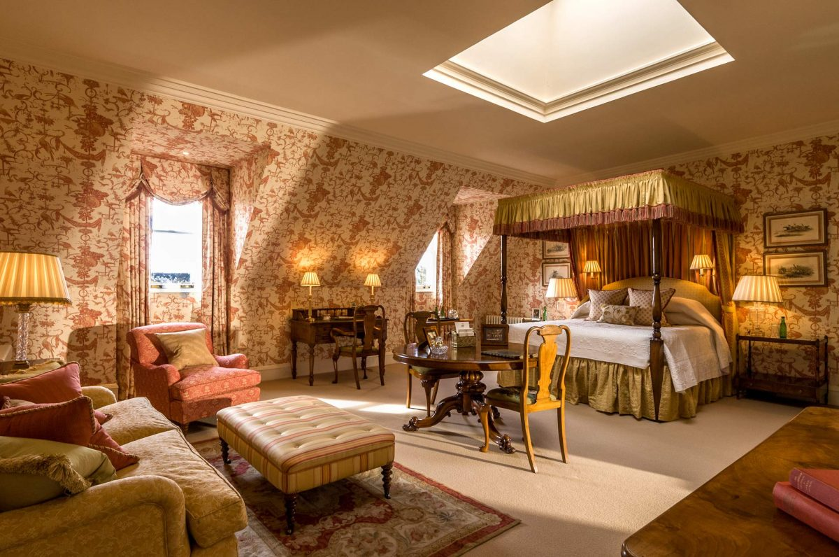 Hoteles con encanto un moderno castillo con piscina cubierta cerca del Lago Ness  idealistanews