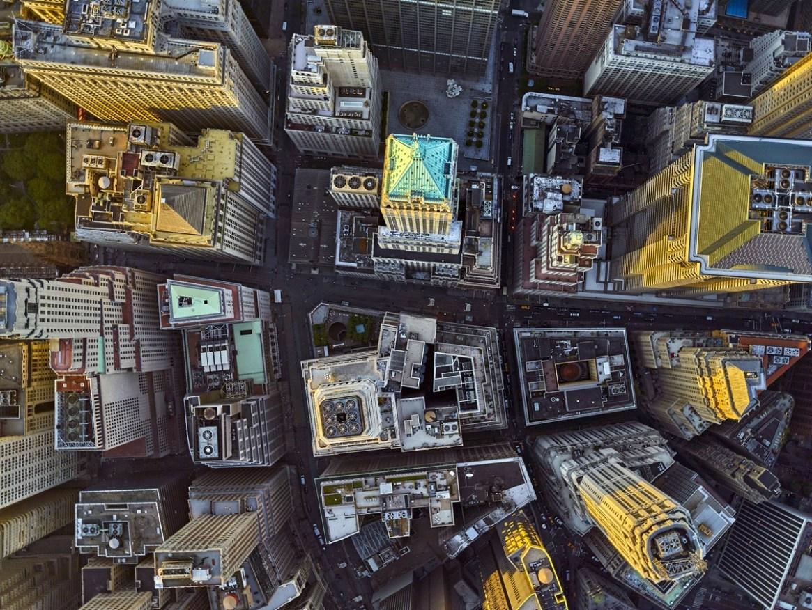 Los rascacielos se alzan imponentes en la urbe