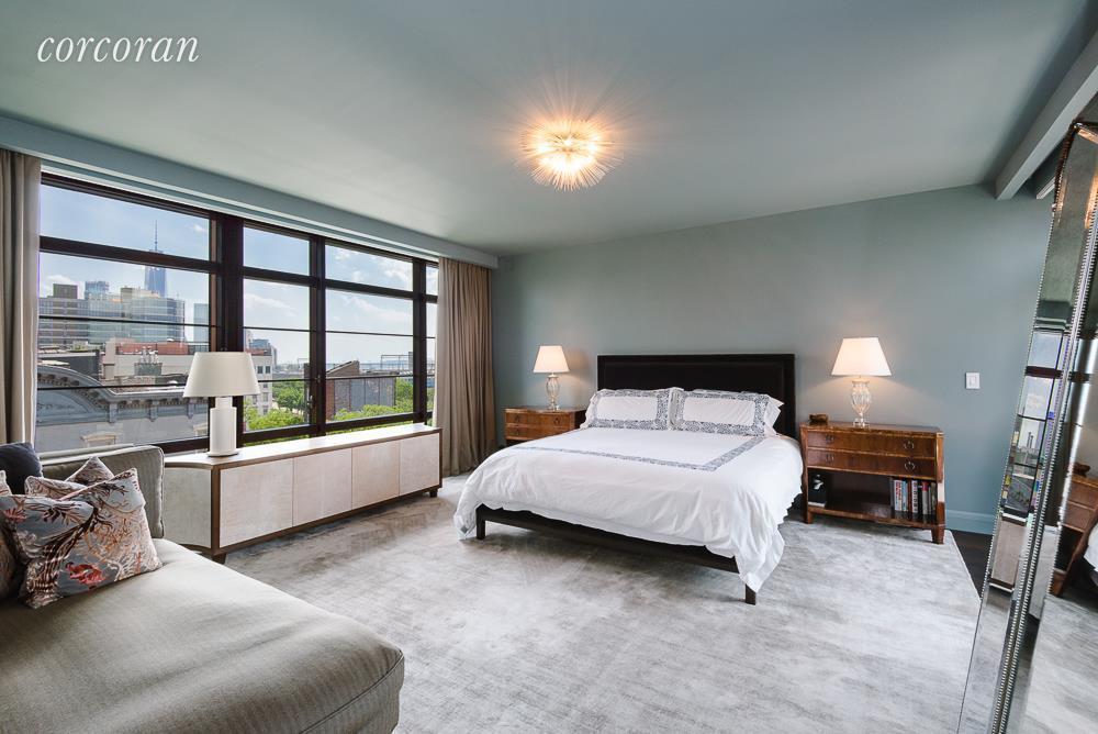 Uno de los cuatro amplios dormitorios