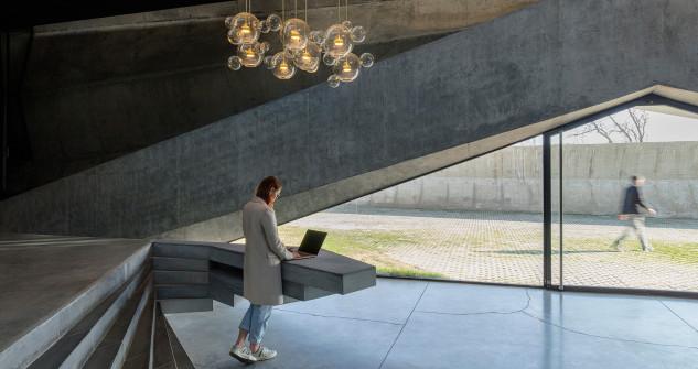 Las lámparas acompañan a la luz natural