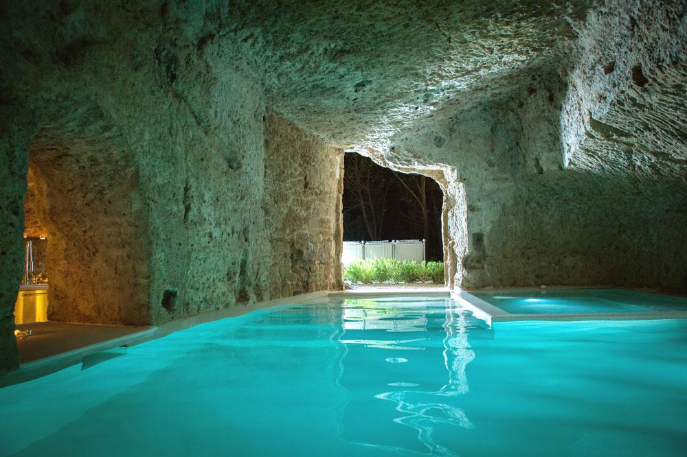 Hotel speciali nuotare tra le rocce vulcaniche del borgo medievale di bagnoreggio  idealistanews