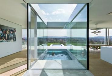 Casas de luxo com piscina a um metro do sofá ou da cozinha