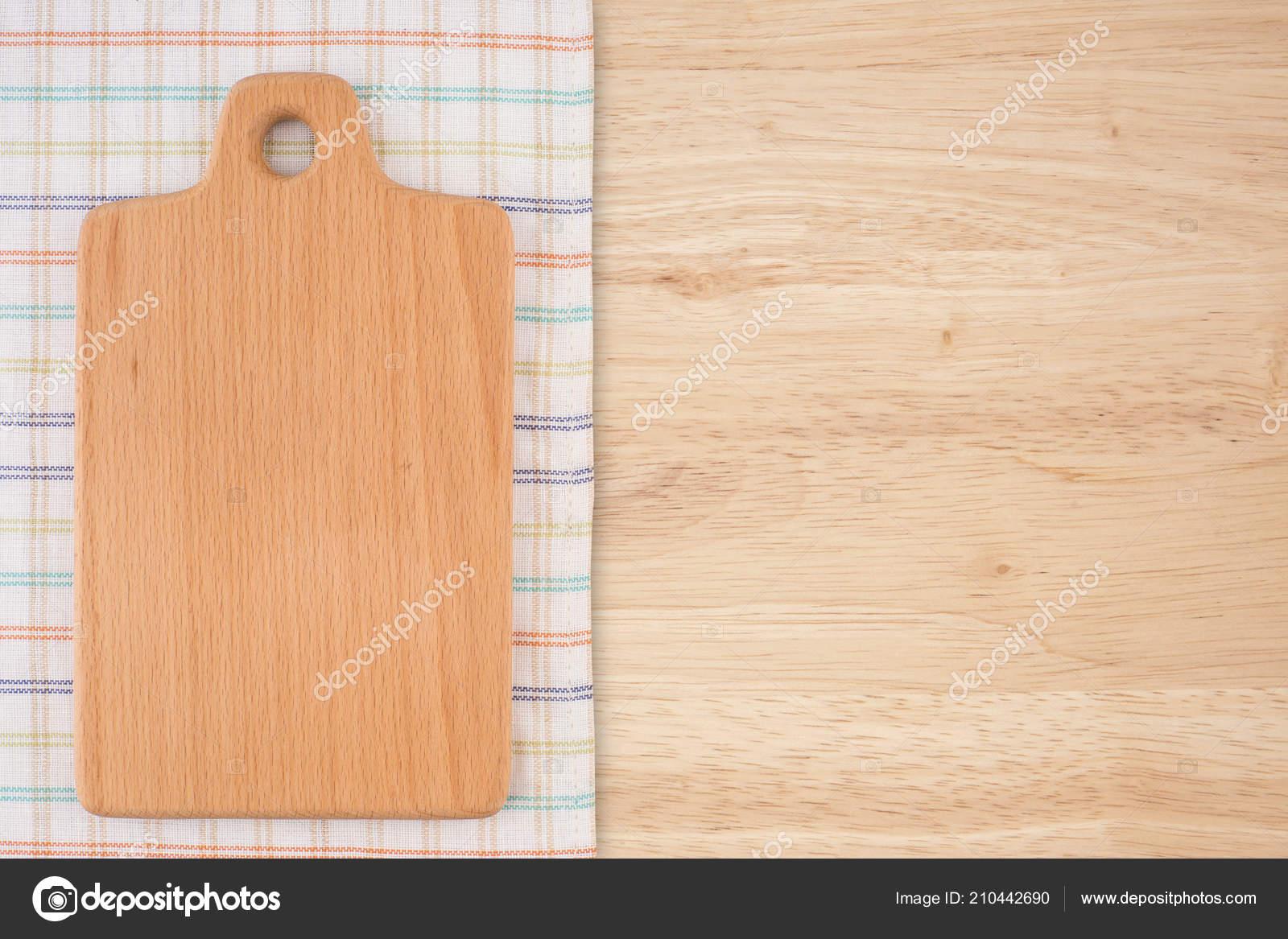 kitchen napkins sinks okc 菜板厨房餐巾放在旧木桌顶视图 图库照片 c dgolbay 210442690