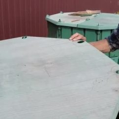 Compost Bin For Kitchen Colored Cabinets 农民把厨房垃圾扔到花园堆肥堆中进行回收和肥料慢动作 图库视频影像