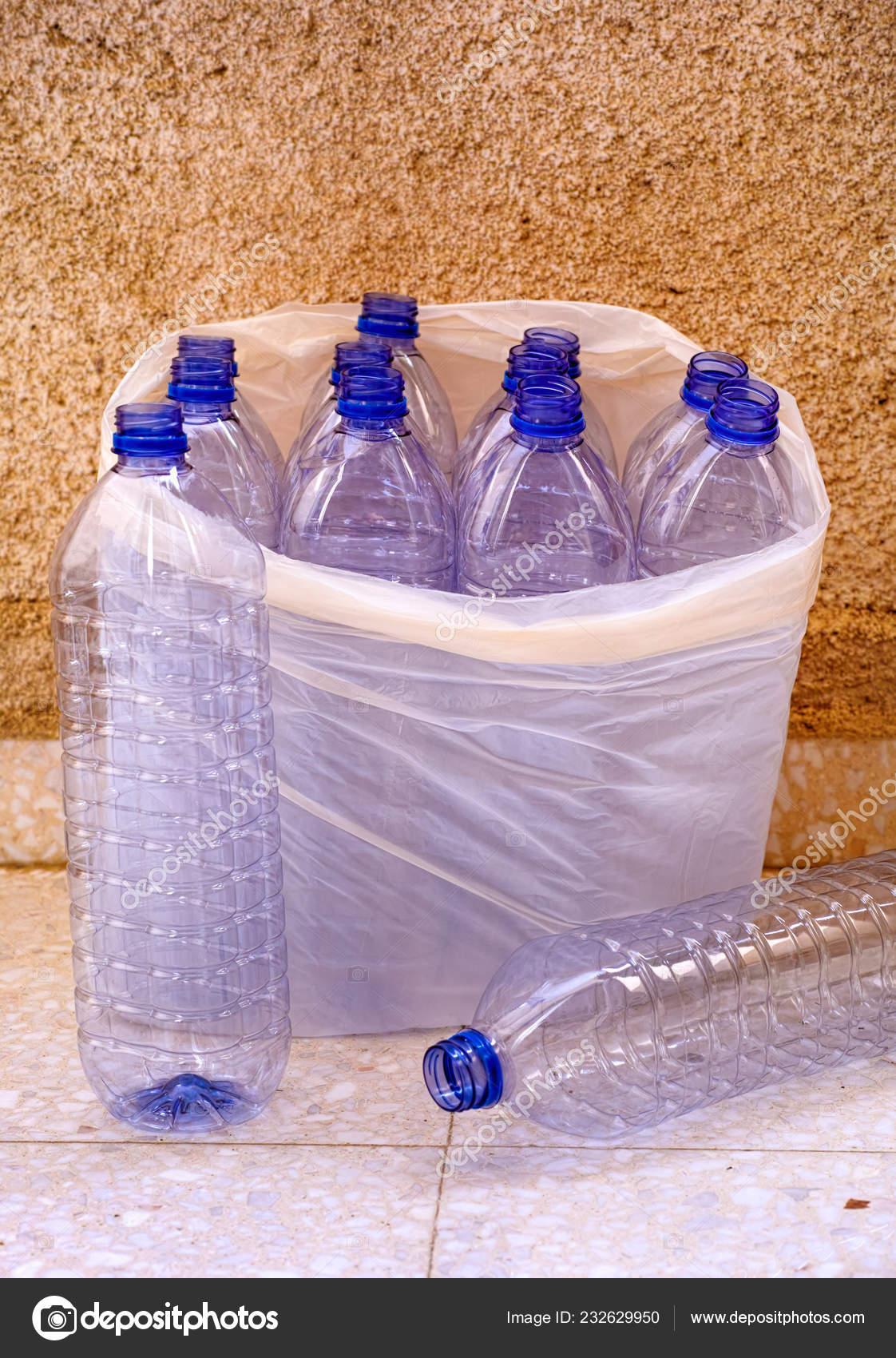 https fr depositphotos com 232629950 stock photo empty plastic bottles plastic bag html