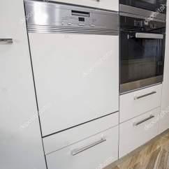 Kitchen Showrooms Shelf Brackets 室内设计装饰展示现代厨房和烤箱用具在豪华公寓陈列室 图库照片 图库