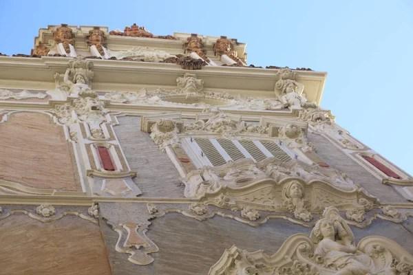 Un palazzo gotico riconvertito in rococò. Foto Marques Immagini Marques Da Scaricare Foto Stock Depositphotos