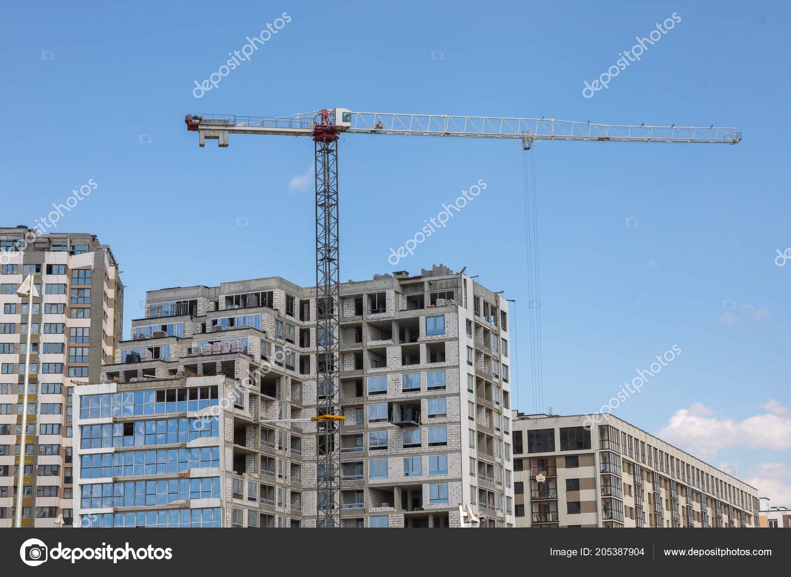 building tower crane summer