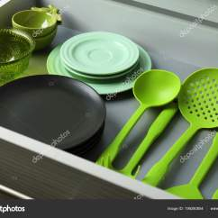 Kitchen Utensils Set Simple Island 抽屉餐具和厨房用具套装 图库照片 C Belchonock 199280854