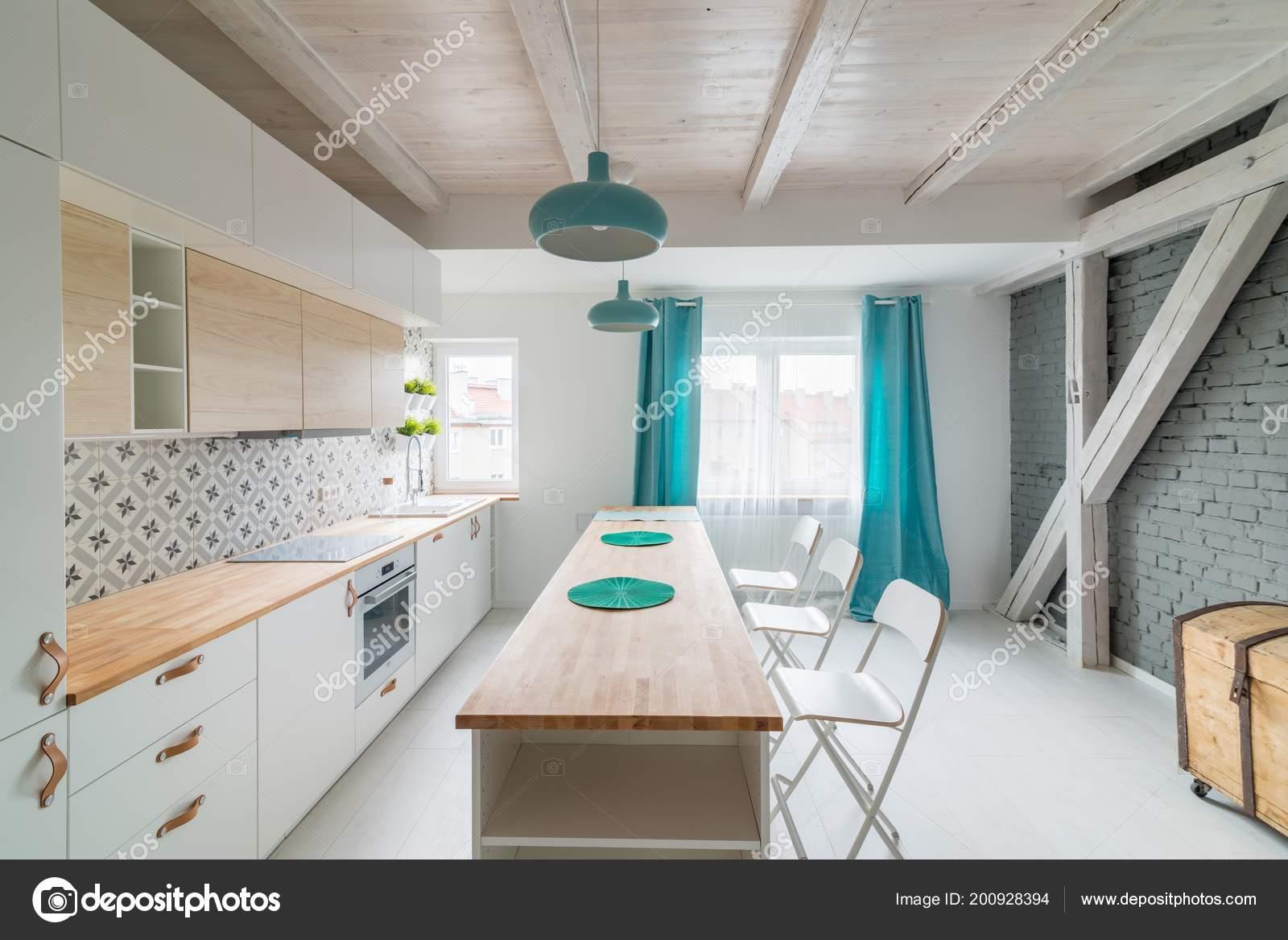 rolling island kitchen sink and cabinet combo 现代白色厨房柜与感应滚刀打开明亮的厨房与白色家具岛上的厨房绿松石灯和 现代白色厨房柜与感应滚刀打开明亮的厨房与白色家具岛