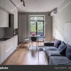 Light Kitchen Table Fauset 漂亮的厨房 现代风格的轻墙 图库照片 C Bezikus 209722714 厨房在一个现代化的风格与轻的墙壁和地板上的实木复合地板 有白色的储物柜和抽屉 炉子 水壶 烤箱 有西瓜和浆果的桌子 椅子 沙发 枕头