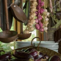 Copper Kitchen Accents 36 Sink 铜和铁壶和平底锅作为厨房装饰元素和茶水间 图库照片 C Jaboticabafotos 图库