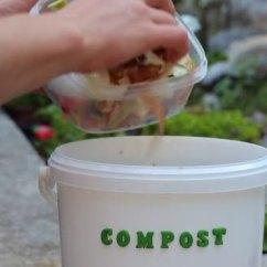 Kitchen Compost Container Curtain Rods 厨房废料水果和蔬菜皮袋泡茶和蛋壳堆肥用有机废弃物 图库视频影像 厨房废料水果和蔬菜皮袋泡茶和蛋壳堆肥用有机废弃