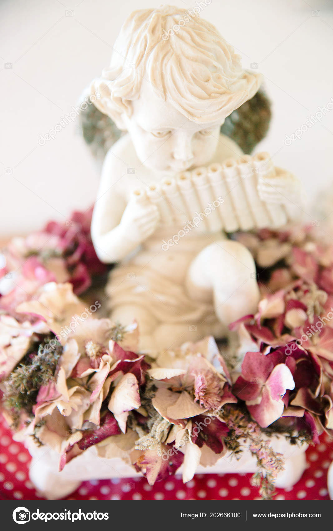 burgundy kitchen decor mirrors 天使在干勃艮第绣球花装饰 图库照片 c angelinacec 202666100