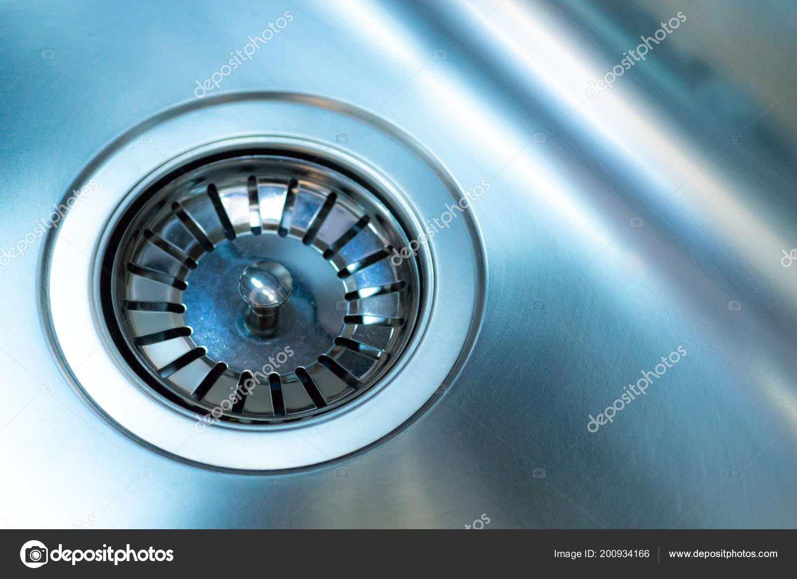 kitchen sink drain pipe ideas 带排水管的不锈钢水槽 特写 不锈钢厨房水槽排水管 图库照片 图库