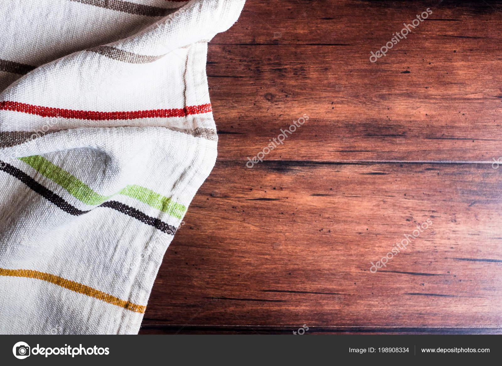 kitchen linens antique brass faucet 彩色条纹亚麻布在老木褐色背景顶部视图具有复制空间的图像带有复制空间的 彩色条纹亚麻布在老木褐色背景 顶部视图 具有复制空间的图像 带有复制空间的毛巾顶部视图的厨房表 照片作者anna mavritta