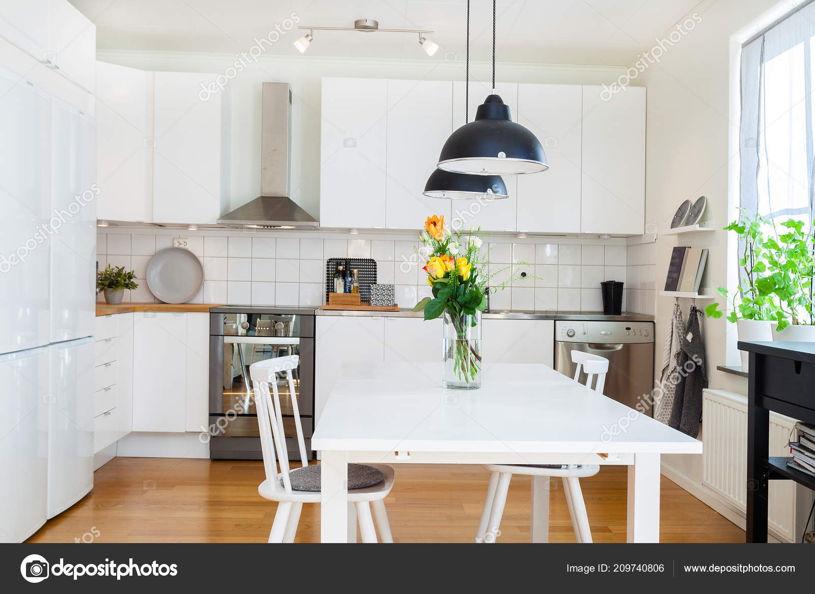 kitchen desk chair chairs walmart 厨房桌椅的高档厨房内饰 图库照片 c annaanderssonphotography 209740806