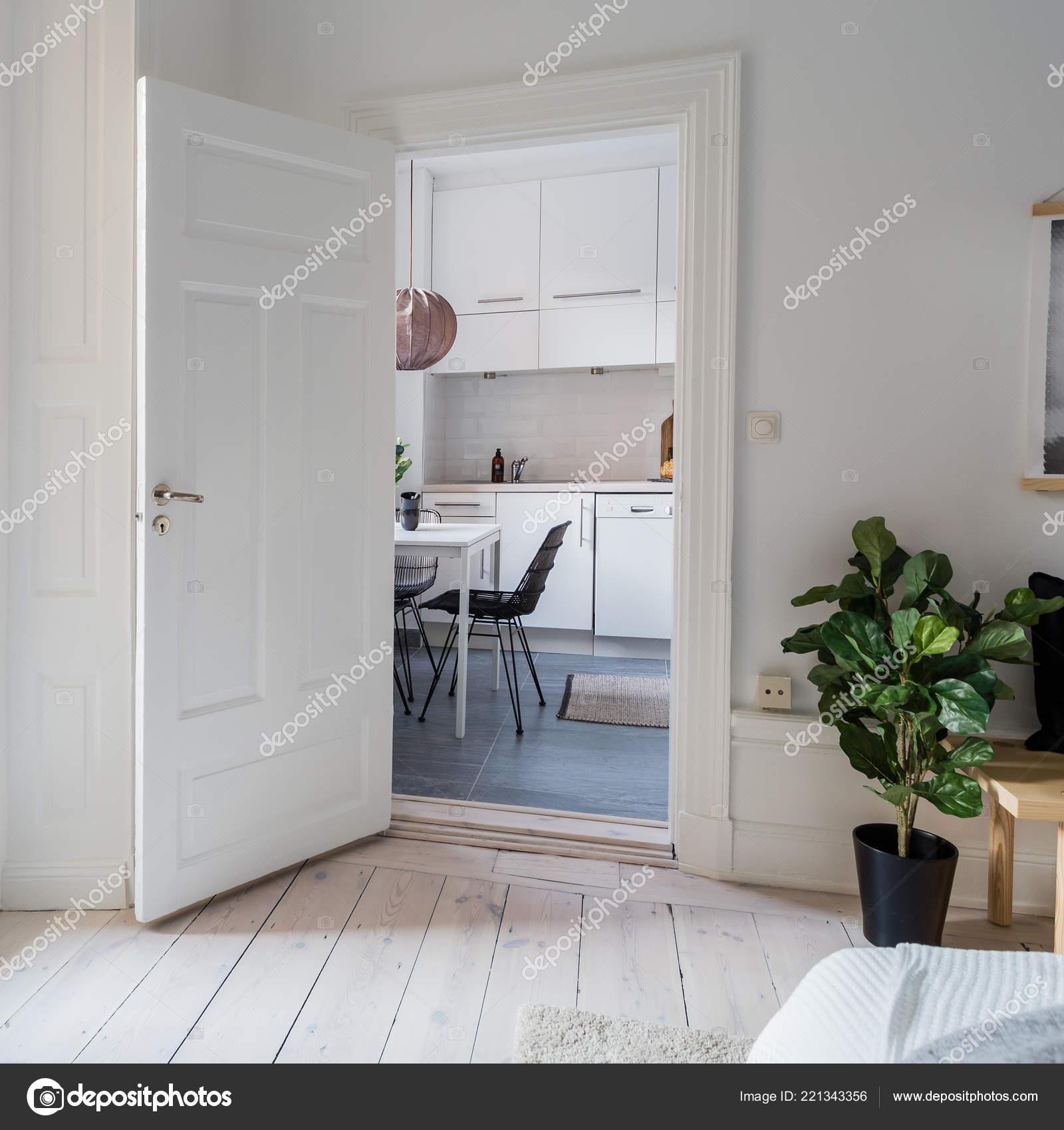 small table for kitchen mobile islands 花式厨房横幅小桌子窗口 图库照片 c annaanderssonphotography 221343356