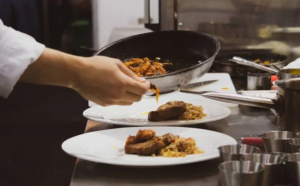 kitchen chef decor design planner 厨师准备食物在厨房厨师烹饪厨师装饰菜特写镜头 图库照片 c prarinya 厨师准备食物在厨房厨师烹饪厨师装饰