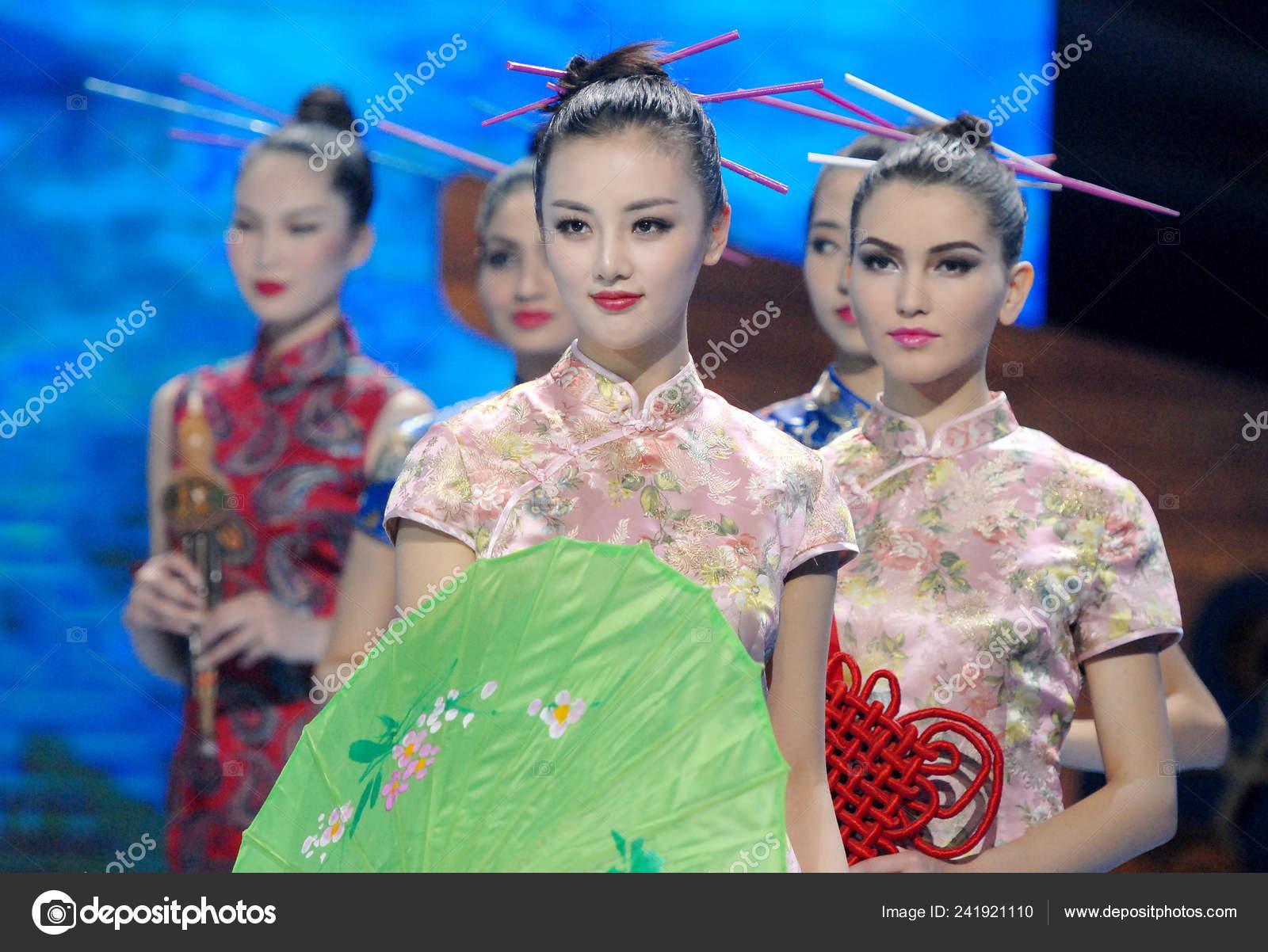 chinese model huo jialin