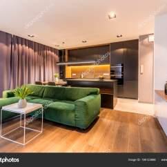 Kitchen Table Nook Backsplash Tile Ideas For 开放空间公寓内部与白色桌附近绿色角落沙发在一个黑色有光泽的厨房与餐桌 开放空间公寓内部与白色桌附近绿色角落沙发在一个黑色 有光泽的厨房与餐桌前 照片作者photographee Eu