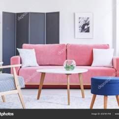Kitchen Banquettes For Sale Cool Light Fixtures 扶手椅和蓝色凳子在五颜六色的柔和的客厅内部与粉红色的长椅真实照片 扶手椅和蓝色凳子在五颜六色的柔和的客厅内部与粉红色的长椅 真实照片 照片作者photographee Eu