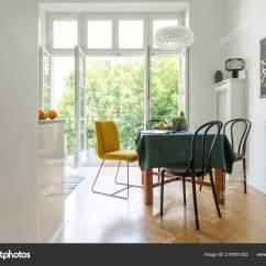 Kitchen Dining Chairs Camp Box Plans 在一个白色厨房内饰的人字铺地板的木桌周围的餐椅开放式阳台 图库照片 在一个白色厨房内饰的人字铺地板的木桌周围的餐椅 开放式阳台 照片作者photographee Eu