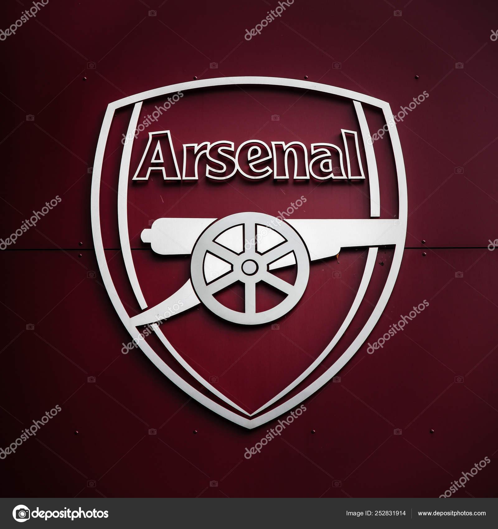 close view arsenal gunners logo stock photo image by c michael715 252831914