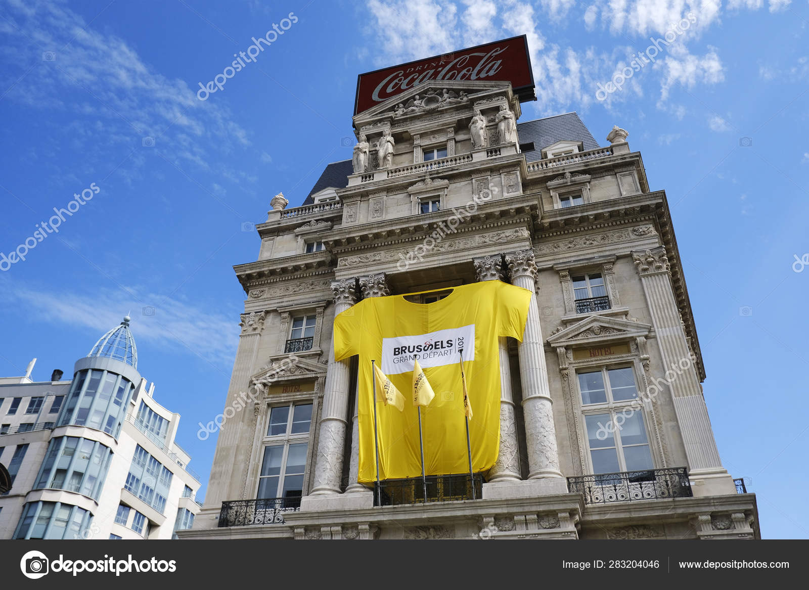 Giant Tour France Jersey Seen Facade Hotel Central Brussels