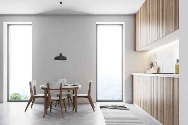 circle kitchen table design online 时尚的厨房内饰白色的墙壁木地板和白色台面和衣柜带有椅子侧面视图的桌子 白色阁楼厨房内部与灰色台面一个圆形