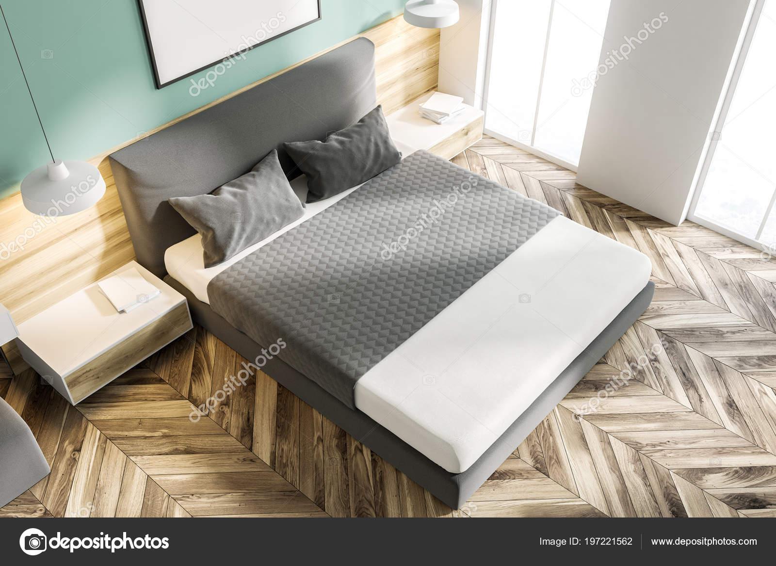 vue de dessus d un coin chambre verte avec un plancher en bois un lit king size et une affiche vertical cadre suspendu au dessus d elle rendu 3d maquette