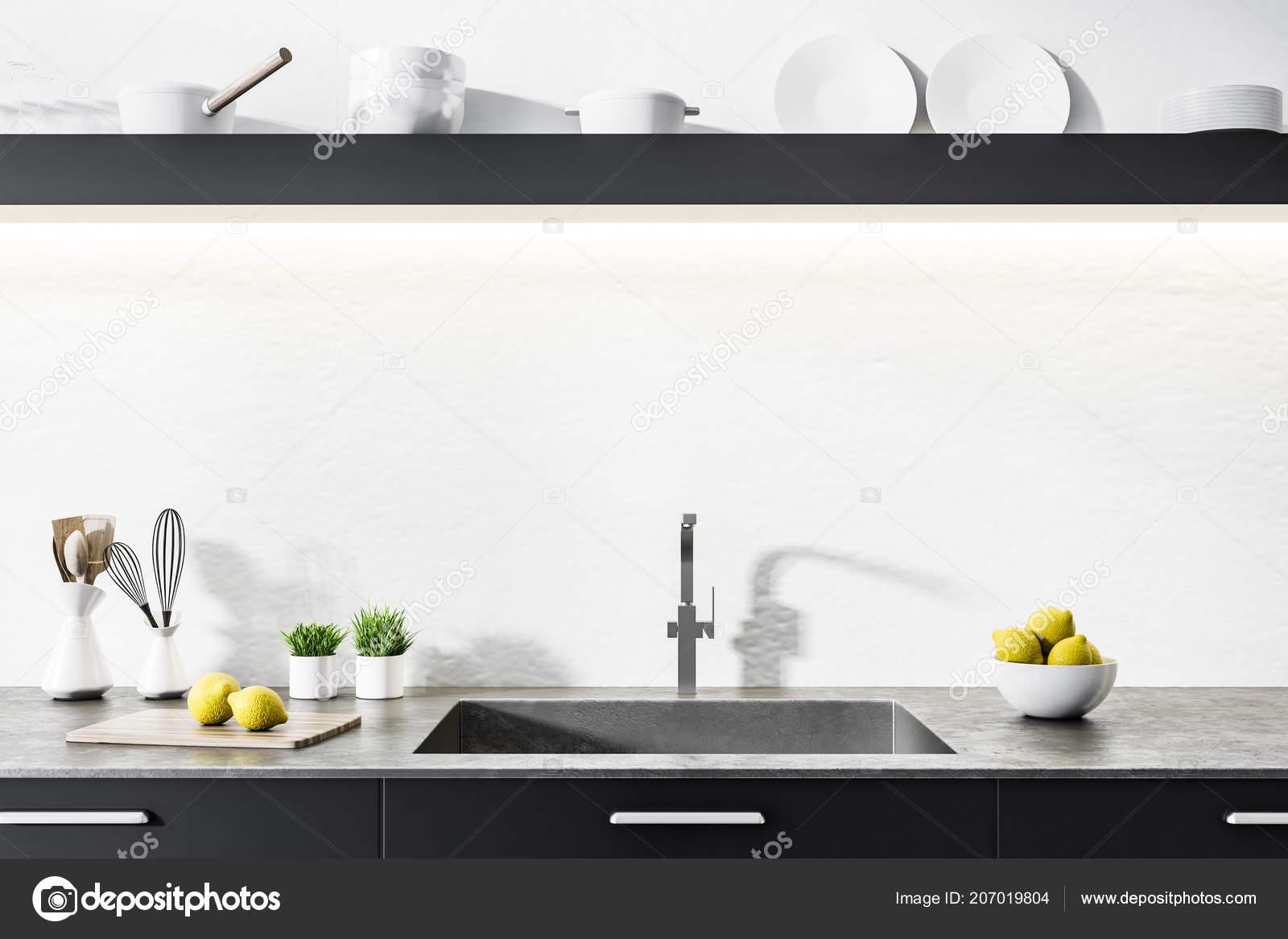 black kitchen sinks unique tables 黑色厨房台面与一个内置水槽和瓶子在一个白色的厨房内部上面挂着盘子的长 黑色厨房台面与一个内置水槽和瓶子在一个白色的厨房内部上面